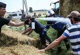 """Ūkininkų protestas sukėlė sumaištį """"Tour de France"""" lenktynių trasoje"""
