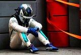 """Chaosas Baku: V.Bottas prarado pergalę dėl padangos sprogimo, """"Red Bull"""" trenkėsi vienas į kitą, triumfavo L.Hamiltonas"""