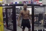 F.Mayweatheris ruošiasi debiutuoti MMA: lanko treniruotes pas UFC čempioną T.Woodley