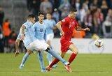 Nyderlandai užsitikrino vietą Europos čempionate, Lenkijos rungtynėse sirgalius užpuolė futbolininką