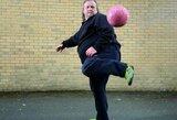 Su antsvoriu kovojantis futbolo žonglierius sulaukė išskirtinio dėmesio