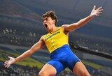 Epiniame pasaulio čempionato finale S.Kendricksas įveikė 19-metį švedą, D.Brazieris pagerino 32 metus gyvavusį rekordą