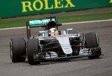 """""""Formulė-1"""": baudą gavęs L.Hamiltonas neketina pasiduoti komandos draugui"""