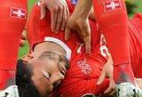 Per žingsnį nuo tragedijos: liežuvį prarijusiam Šveicarijos futbolininkui gyvybę rungtynių metu išgelbėjo varžovas