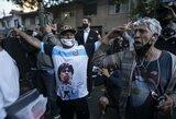 D.Maradona atsigauna po smegenų operacijos: prie ligoninės renkasi sirgaliai