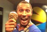 Prancūzijos rinktinės krepšininkai džiaugiasi medaliais