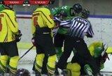 """""""Kaunas Hockey"""" nuo """"Geležinio vilko"""" pabėgo trečiame kėlinyje, netrūko susistumdymų ir pašalintų žaidėjų"""