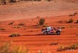 """Net keturi naujos kartos """"Toyota Gazoo Racing Hilux"""" 2021 m. Dakaro ralyje: kuo jie skiriasi nuo B.Vanago automobilio?"""