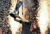 """A.Zverevas fantastišku smūgiu sensacingai nugalėjo N.Djokovičių ir pirmą kartą laimėjo """"ATP Finals"""" turnyrą!"""
