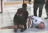 Šiurpi trauma ledo ritulio rungtynėse: vartininkas gulėjo kraujo klane