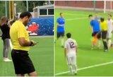 """""""Draugiškos"""" futbolo rungtynės Rusijoje: teisėjas trenkė žaidėjui"""