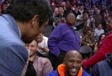 Pamatykite: M.Pacquiao krepšinio rungtynėse netikėtai susitiko su F.Mayweatheriu