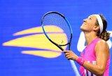 """V.Azarenka per 11bandymų pirmą kartą """"Didžiojo kirčio"""" turnyre įveikė 24-ojo tokio rango turnyro titulo siekusią S.Williams ir iškopė į finalą"""