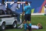 Kuriozas Brazilijoje: medicinos personalo transporto priemonė užvažiavo ant traumuoto futbolininko