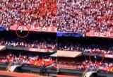 Pamatykite: Brazilijoje sirgalius išgyveno iškritęs iš viršutinės stadiono tribūnos