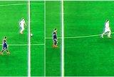 """L.Messi elgesys aikštėje užkliuvo sirgaliams: pasyviai stebėjo, kaip jį apibėgo """"Dinamo"""" žaidėjas"""
