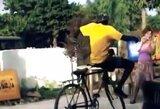 Neįtikėtinas senegaliečio šokis su dviračiu