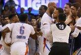 """""""Warriors"""" dominuotose rungtynėse S.Curry ir R.Westbrookas kibo vienas kitam į atlapus"""