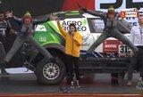 Dakaro starto podiumas: gluminantis klausimas A.Juknevičiui, klaida B.Vanago ekipažo pristatyme ir firminis lietuvių šuolis