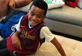 Pamatykite: ypatinga vaiko reakcija gavus L.Jameso marškinėlius