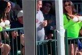 Išsišokėlė pristabdė golfo turnyrą: atvirai demonstravo krūtinę