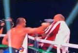 Pamatykite: po bokso dvikovos nuraminti savo auklėtinį bandęs treneris sulaukė jo smūgių į veidą