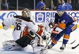 """""""Islanders"""" po pratęsimo iškovojo pirmą pergalę NHL čempionate"""