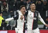 """Pamatykite: internete plinta """"netyčinis"""" C.Ronaldo ir P.Dybala bučinys"""