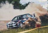 """Tituluočiausias """"Rally Žemaitija"""" ralio pilotas pusmaratonio trasoje lenkia bėgikus"""