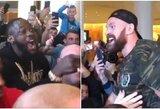 Pamatykite: D.Wilderis įsiveržė į T.Fury svėrimo ceremoniją, kovotojus išskyrė apsauginiai