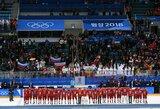 Nepaisė taisyklių: Rusijos ledo ritulininkai ir sirgaliai po apdovanojimų giedojo savo šalies himną