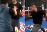 Pamatykite: treniruotėje – A.Ruizo smūgis treneriui į galvą