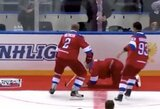 Draugiškame mače 10 įvarčių pelnęs V.Putinas apmaudžiai krito užkliuvęs už kilimo