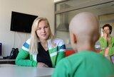 R.Meilutytė aplankė Kauno klinikose besigydančius vėžiu sergančius vaikus