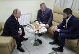"""Su C.Nurmagomedovu ir jo tėvu susitikęs V.Putinas: """"Jei mus pultų iš išorės, mes visi pašoktume taip, kad maža nepasirodytų"""""""