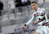 Aukcione parduotas C.Ronaldo kapitono raištis: gauta suma skirta šešių mėnesių berniuko gydymui
