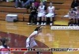 JAV merginų krepšinio rungtynėse pataikytas įspudingas tritaškis