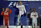 N.Rosbergas laimėjo lenktynes Bahreine, S.Vettelio bolidas sugedo jau apšilimo rate