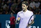 Pirmą setą pralaimėjęs R.Federeris nelengvai pateko į pusfinalį