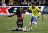 """Brazilijos 17 nepralaimėtų rungtynių serija nutrūko prieš Peru, o L.Martinezo """"hetriko"""" įkvėpta Argentina sutriuškino Meksiką"""