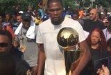 K.Durantas su čempionų trofėjumi šventė gimtajame mieste ir atsisakė vykti į Baltuosius rūmus