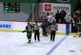 Šiurpus epizodas NHL rungtynėse: ritulys pataikė tiesiai žaidėjui į veidą