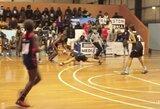 Merginų krepšinyje - įspūdingas driblingas privertęs varžovę padaryti špagatą