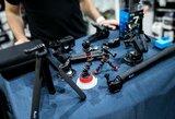 Geriausiems kadrams Dakare fiksuoti – kameros, filtrai, baterijos ir daug kitos įrangos