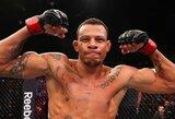 UFC kovotojas A.Oliveira įsivėržė į buvusios žmonos namus, ją sumušė ir pasisodinęs penkių mėnesių dukrą išvažiavo motociklu