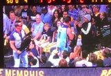"""""""Grizzlies"""" rungtynių metu – smūgis žmogui iš kėdės"""