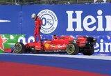 """Rusijos GP: """"Ferrari"""" po keistų tarpusavio žaidimų padovanojo """"Mercedes"""" dvi pirmąsias vietas"""