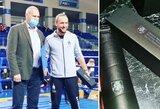 S.Skvernelio padėkos už indėlį į Lietuvos sporto istoriją sulaukęs treneris A.Šipaila buvo apdovanotas.... gertuve