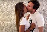 """""""Maniau, kad apsivemsiu"""": internautai sukritikavo L.Messi bučinio techniką"""