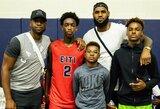 L.Jameso ir D.Wade'o sūnūs žais vienoje mokyklos komandoje
